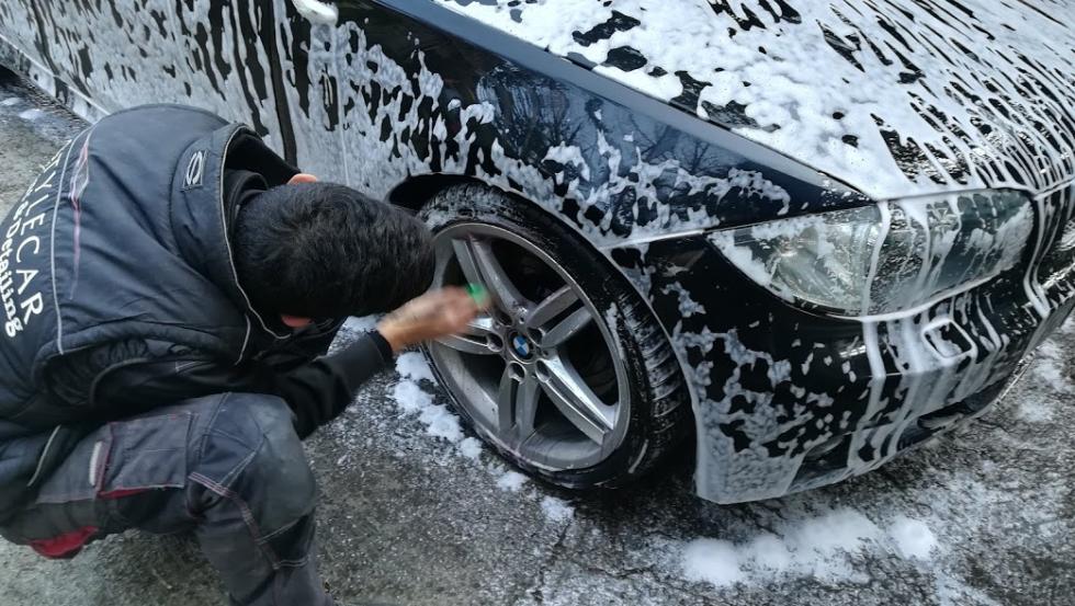 pulizia cerchioni auto